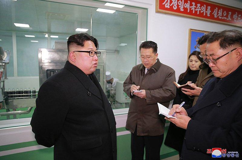 Anh: Ong Kim Jong-un va vo tham nha may duoc lau doi nhat Trieu Tien hinh anh 5