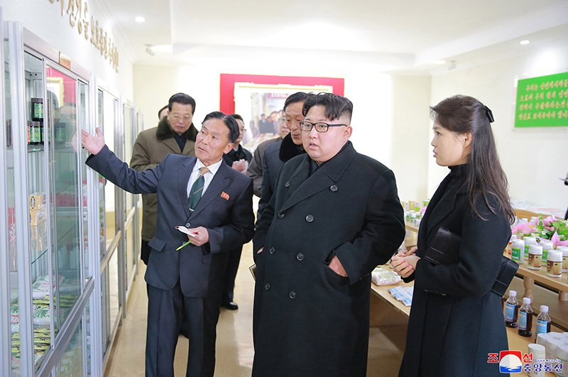 Anh: Ong Kim Jong-un va vo tham nha may duoc lau doi nhat Trieu Tien hinh anh 9