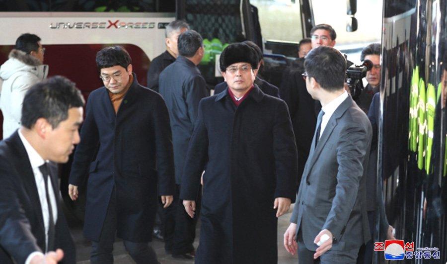 Anh: Dai dien 2 mien Trieu Tien khao sat co so phuc vu Olympic Mua dong 2018 hinh anh 5