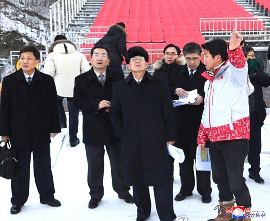Anh: Dai dien 2 mien Trieu Tien khao sat co so phuc vu Olympic Mua dong 2018 hinh anh 6