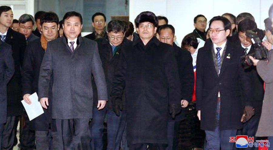 Anh: Dai dien 2 mien Trieu Tien khao sat co so phuc vu Olympic Mua dong 2018 hinh anh 8
