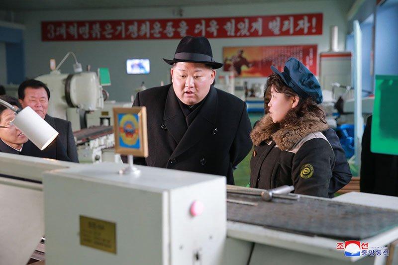 Anh: Ong Kim Jong-un tham nha may xe buyt moi khanh thanh hinh anh 8