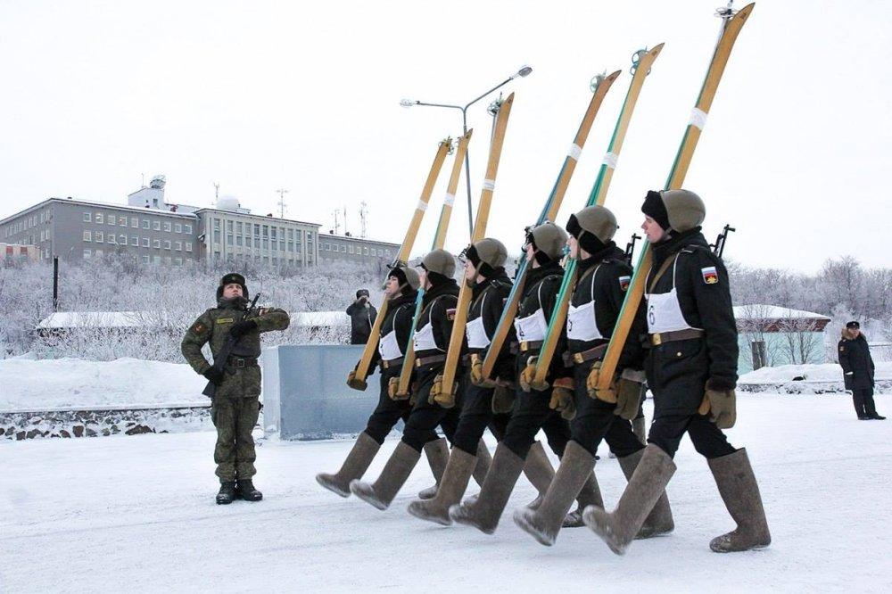 Anh: Quan nhan Nga dap tuyet luyen tap dieu binh hinh anh 2