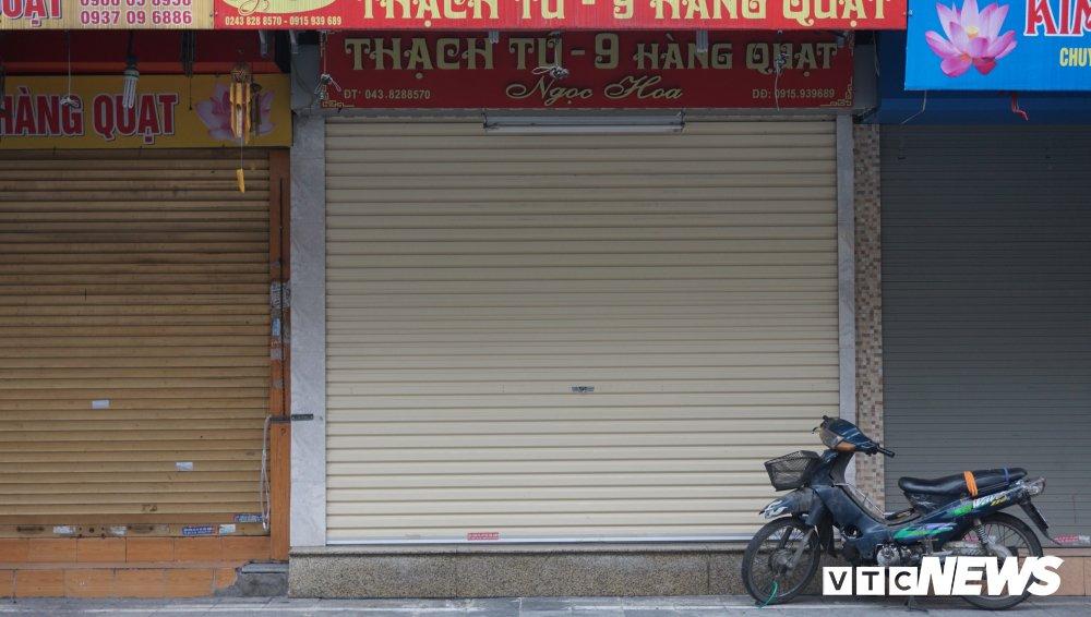 Anh: Pho phuong Ha Noi vang ve sang mung 1 Tet nguyen dan hinh anh 3