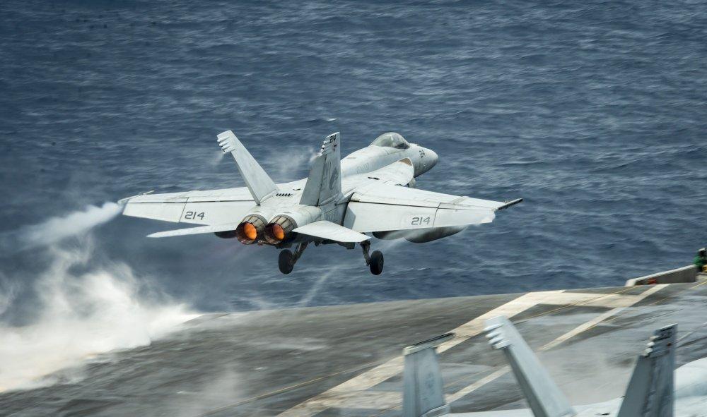 Tau san bay USS Carl Vinson tham Viet Nam manh den co nao? hinh anh 2