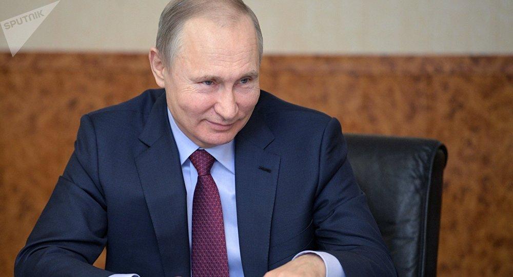Tong thong Putin tiet lo nhiem vu yeu thich khi la dac vu KGB tai Dong Duc hinh anh 1