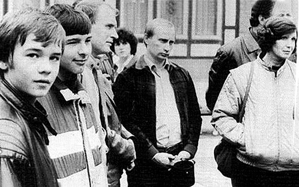 Tong thong Putin tiet lo nhiem vu yeu thich khi la dac vu KGB tai Dong Duc hinh anh 2
