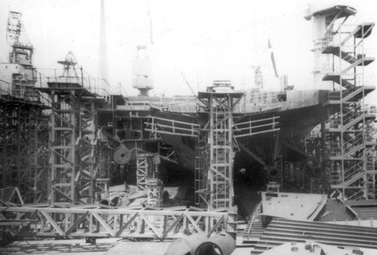 Lien Xo tung che tao sieu tau san bay hat nhan manh ngang ngua USS Carl Vinson hinh anh 3