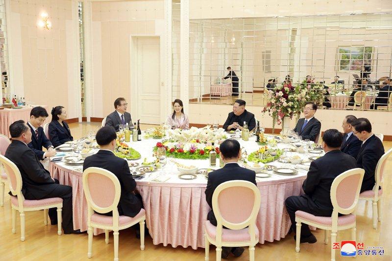 Ong Kim Jong-un tiep don phai doan Han Quoc the nao? hinh anh 1