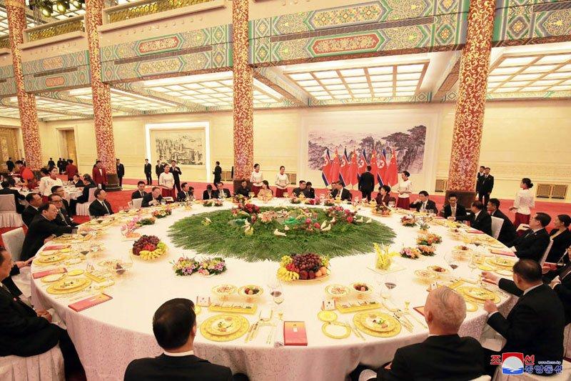 Anh: Can canh quoc yen chieu dai ong Kim Jong-un va phai doan Trieu Tien hinh anh 2