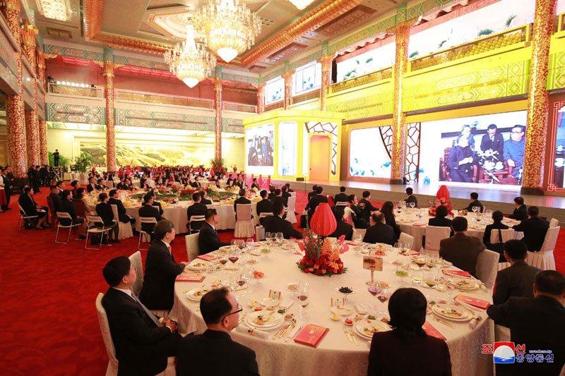 Anh: Can canh quoc yen chieu dai ong Kim Jong-un va phai doan Trieu Tien hinh anh 4