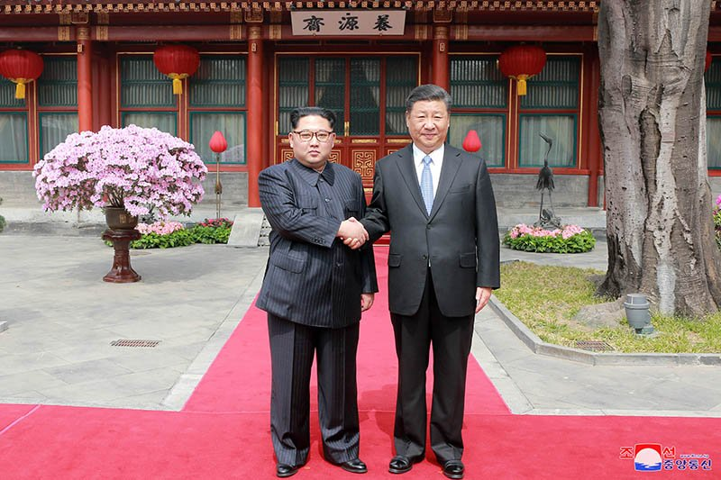 Vo chong ong Kim Jong-un dung bua o dau trong ngay cuoi tham Trung Quoc? hinh anh 1