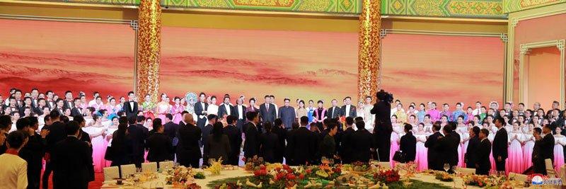 Anh: Can canh quoc yen chieu dai ong Kim Jong-un va phai doan Trieu Tien hinh anh 11