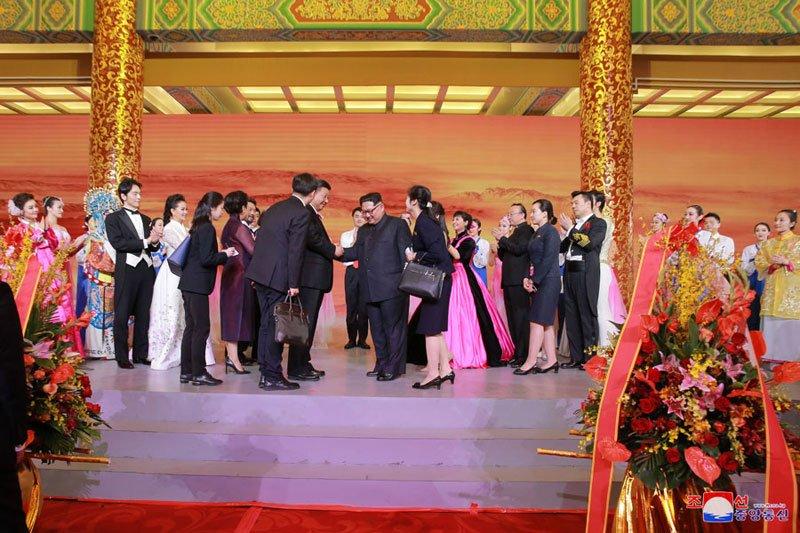Anh: Can canh quoc yen chieu dai ong Kim Jong-un va phai doan Trieu Tien hinh anh 12