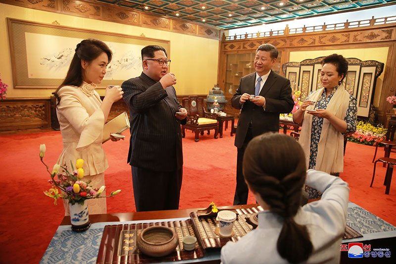 Vo chong ong Kim Jong-un dung bua o dau trong ngay cuoi tham Trung Quoc? hinh anh 6