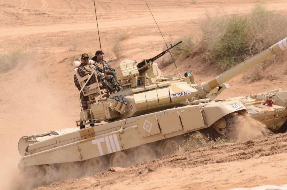 An Do ra mat 'ban di' cua xe tang T-90 hinh anh 1