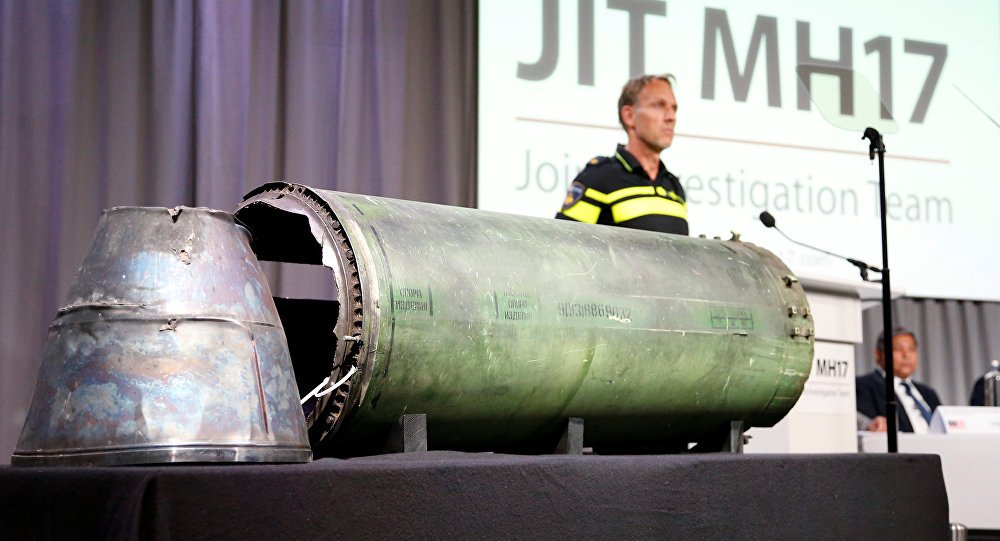 Bo Quoc phong Nga neu hang loat nghi van ve ten lua duoc cho la ban ha MH17 hinh anh 1