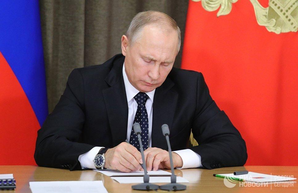 Tong thong Putin lai ky sac lenh moi cach chuc hang loat tuong linh hinh anh 1