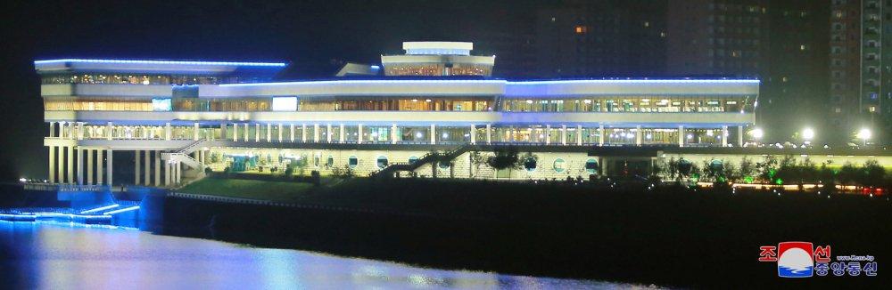 Ong Kim Jong-un di dau truoc khi toi Singapore tham du Hoi nghi My - Trieu? hinh anh 15
