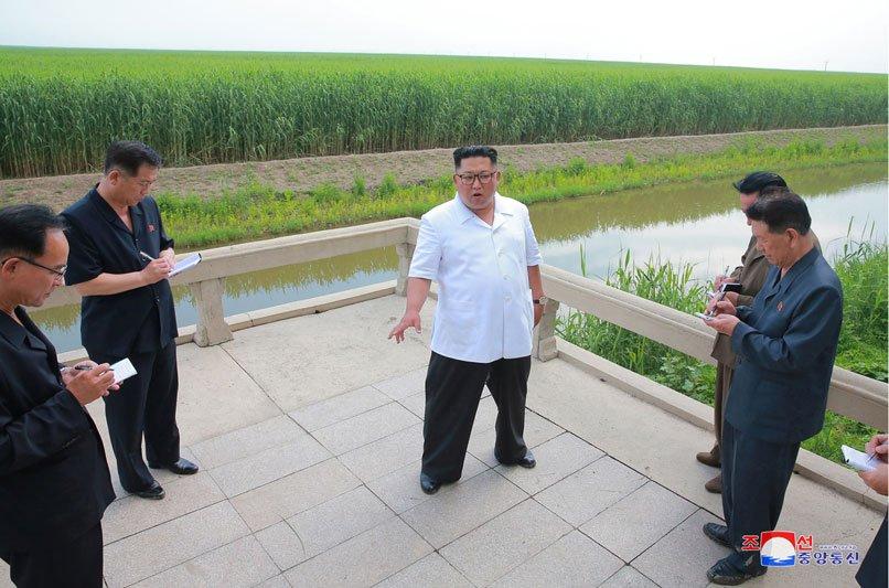 Anh: Ong Kim Jong-un thi sat don vi quan doi va khu vuc giap bien gioi Trung Quoc hinh anh 4