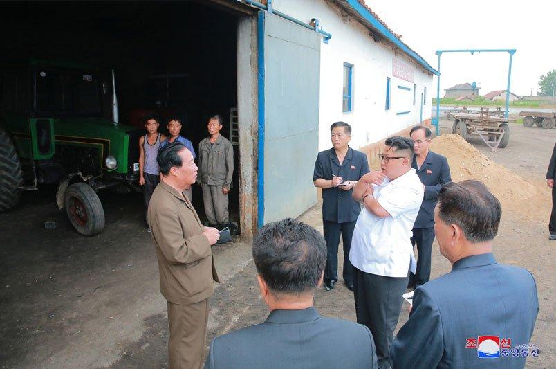 Anh: Ong Kim Jong-un thi sat don vi quan doi va khu vuc giap bien gioi Trung Quoc hinh anh 8