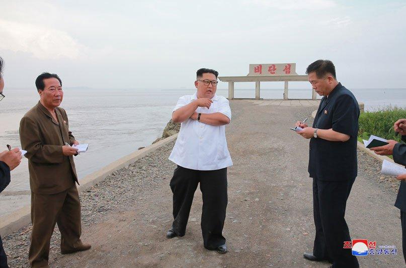 Anh: Ong Kim Jong-un thi sat don vi quan doi va khu vuc giap bien gioi Trung Quoc hinh anh 10