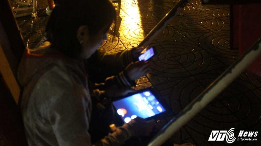 Hang tram game thu doi mua, vat vo san Pokemon giua dem khuya Sai Gon hinh anh 10