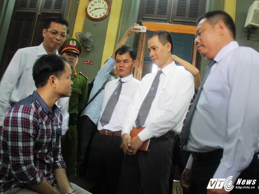 Anh: Toan canh phien phuc tham vu 'con ruoi gia nua ty' hinh anh 2