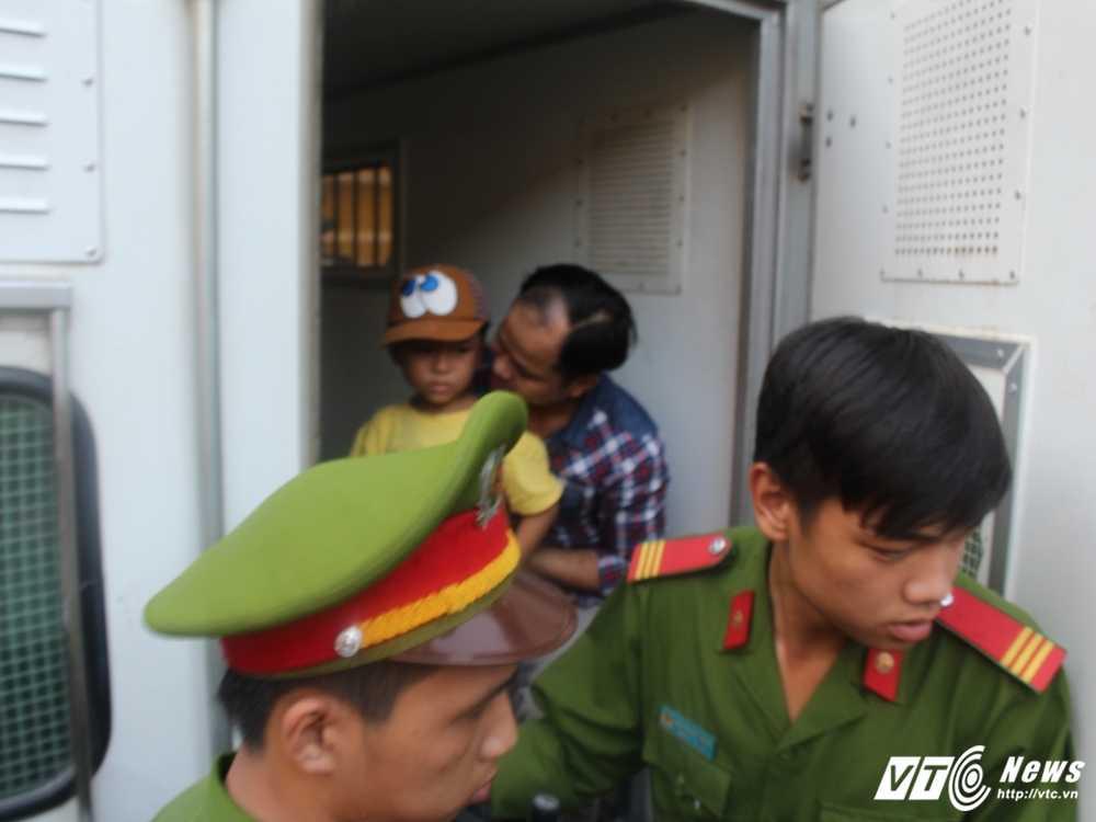 Anh: Toan canh phien phuc tham vu 'con ruoi gia nua ty' hinh anh 8