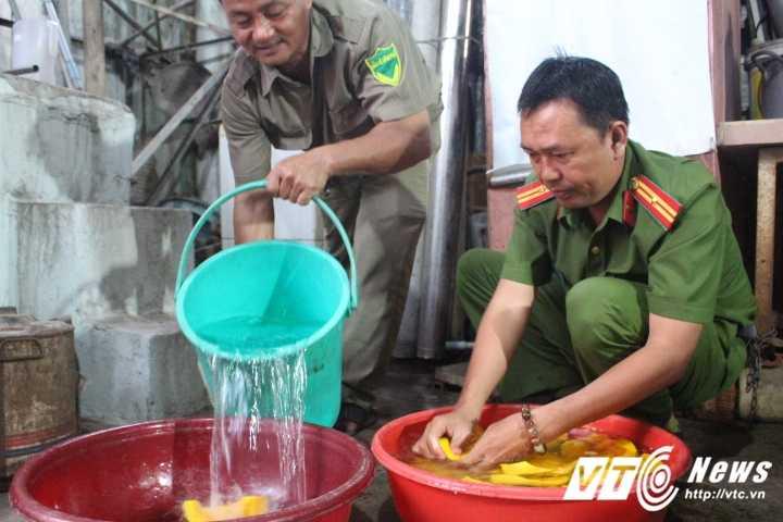 Truong Cong an phuong cung dong doi nau chao cho benh nhan ngheo Sai Gon hinh anh 3