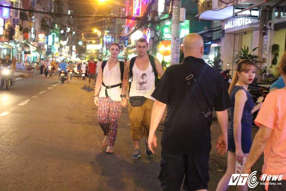 Vang bong ong Doan Ngoc Hai, via he quan 1 lai bi cuop trang tron trong dem hinh anh 12