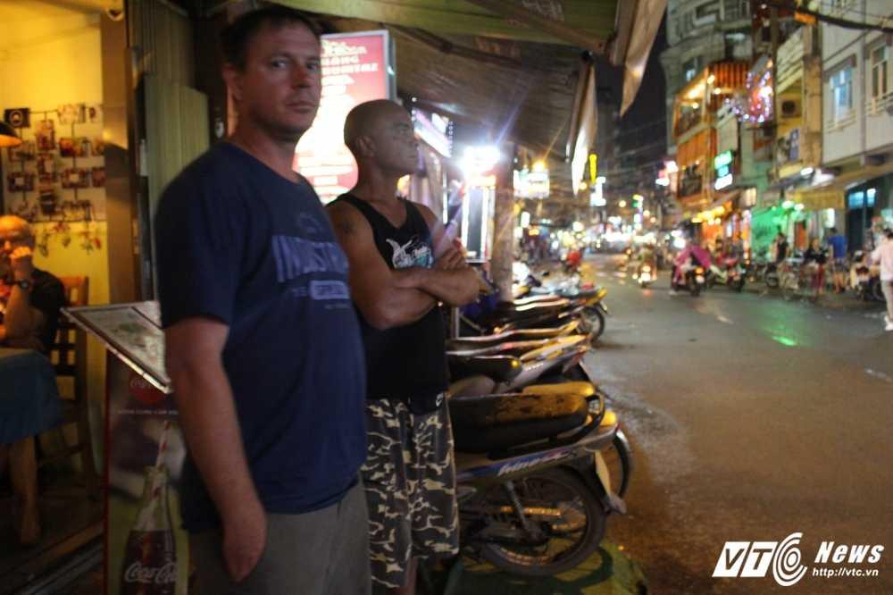 Vang bong ong Doan Ngoc Hai, via he quan 1 lai bi cuop trang tron trong dem hinh anh 6