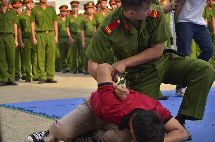 Canh sat dac nhiem Huong Nam tung 'qua dam thep': Toi pham nghe thay phai bat via, kinh hon hinh anh 1