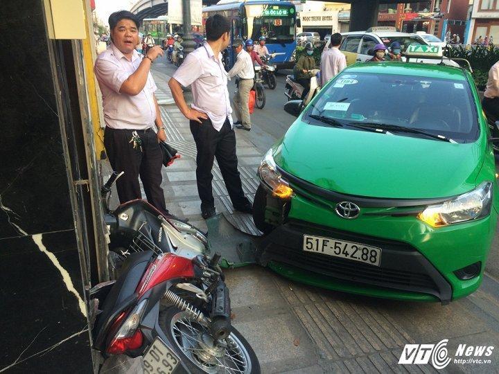 Cong an khen thuong tai xe taxi dung cam tong cuop o Sai Gon hinh anh 3