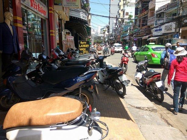 Dien vien Pham Anh Tuan danh nhau lam nao loan pho Bui Vien: Nhan chung noi gi? hinh anh 1