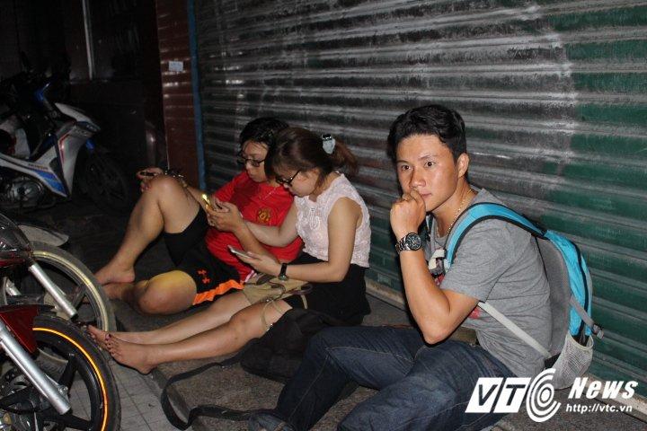 Chay no lon trong kho Cang Sai Gon, hang chuc nguoi om chan vat vo ngoai duong hinh anh 8