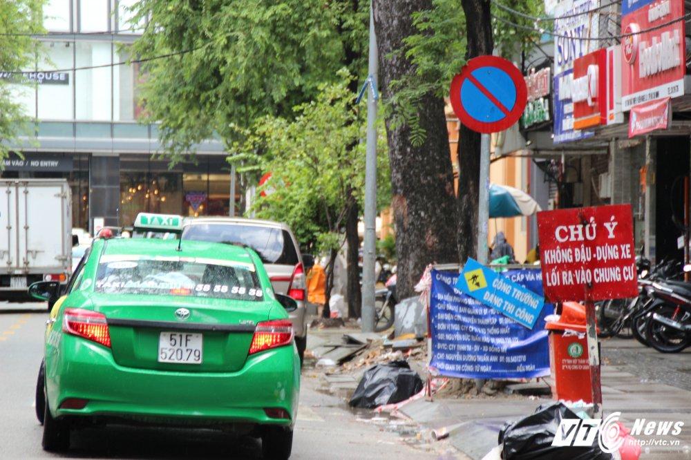 Vang bong ong Doan Ngoc Hai, o to bien xanh, bien trang lai noi duoi nhau dau duoi long duong hinh anh 2