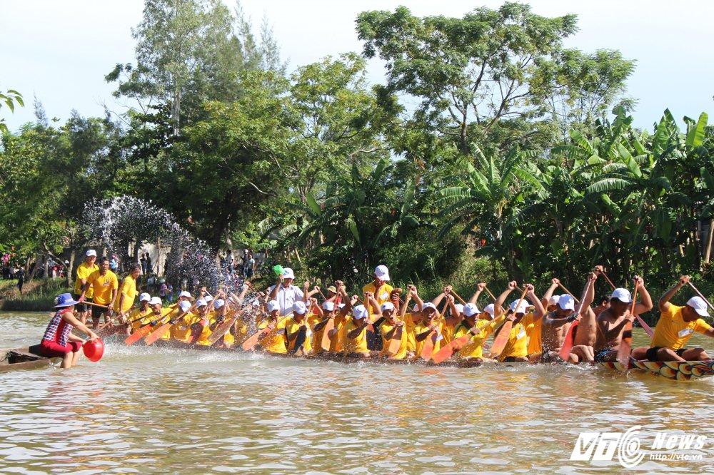 Kich tinh man dua thuyen dai hon 24km tren que huong Dai tuong Vo Nguyen Giap hinh anh 9