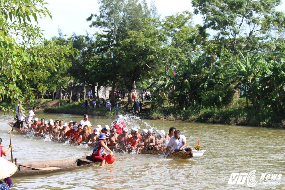 Kich tinh man dua thuyen dai hon 24km tren que huong Dai tuong Vo Nguyen Giap hinh anh 7