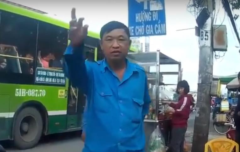 Nhom xe om truyen thong danh hoi dong tai xe GrabBike o Sai Gon hinh anh 1