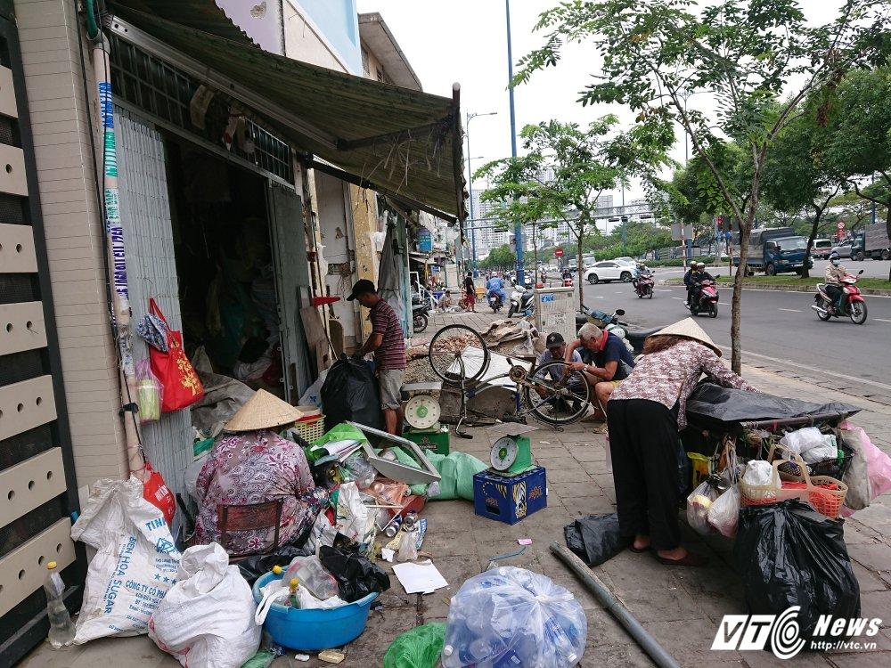 Vang bong ong Doan Ngoc Hai, via he quan 1 bien thanh cho hinh anh 16