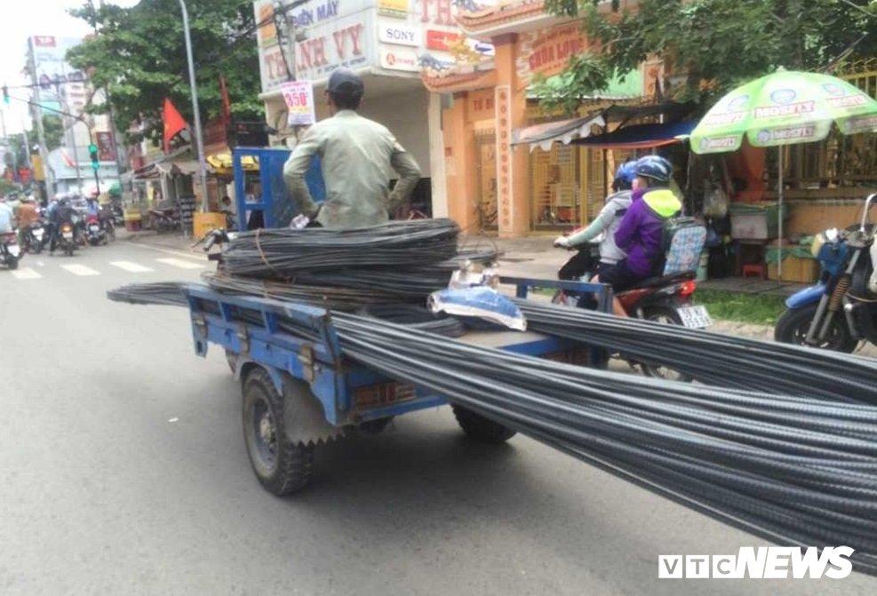 Anh: Xe 'may chem' long hanh khap pho Sai Gon dip can Tet hinh anh 4