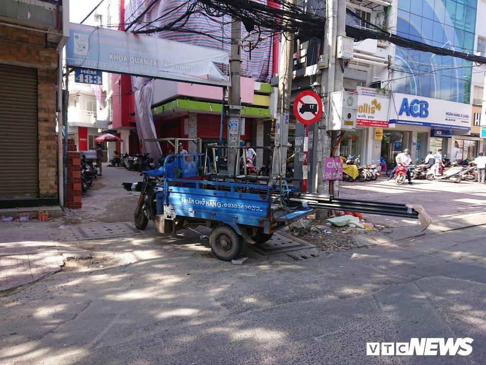 Anh: Xe 'may chem' long hanh khap pho Sai Gon dip can Tet hinh anh 9