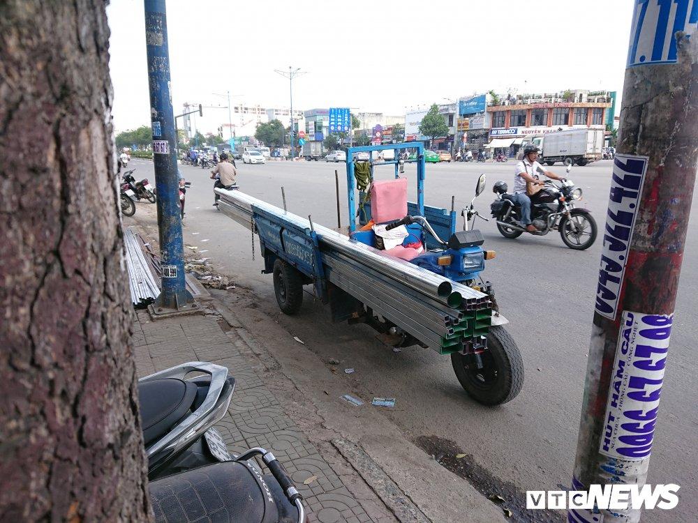 Anh: Xe 'may chem' long hanh khap pho Sai Gon dip can Tet hinh anh 5