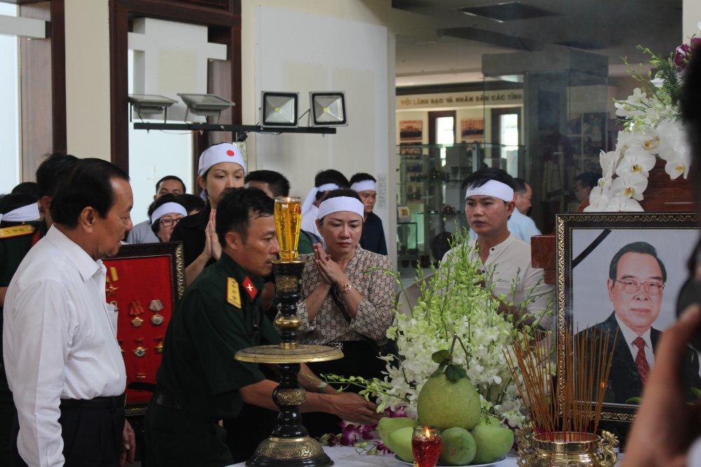 Thu tuong Nguyen Xuan Phuc den vieng co Thu tuong Phan Van Khai hinh anh 3