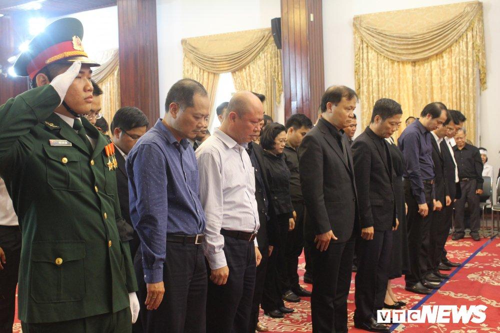 Anh: Hoc sinh xep hang dai vieng nguyen Thu tuong Phan Van Khai hinh anh 11