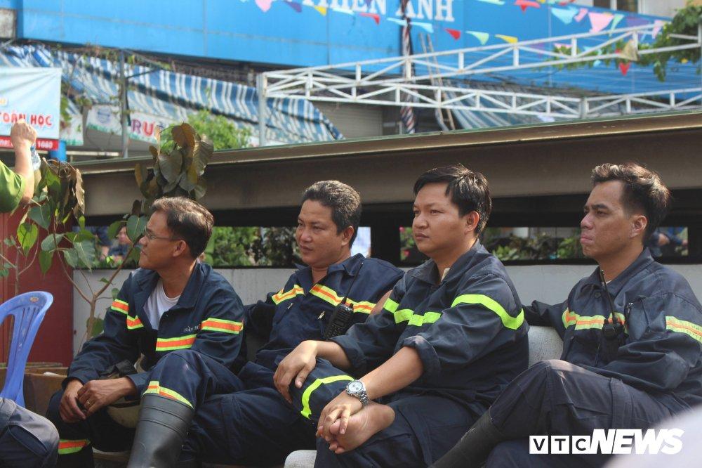 Chay chung cu Carina: Cuu duoc hang tram nguoi, Canh sat PCCC that than, dau don vi 13 nguoi chet hinh anh 7