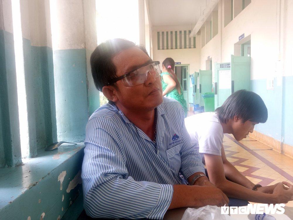 Nan nhan vu no sung o Dong Nai: 'Toi tuong minh bi chem roi dau' hinh anh 1