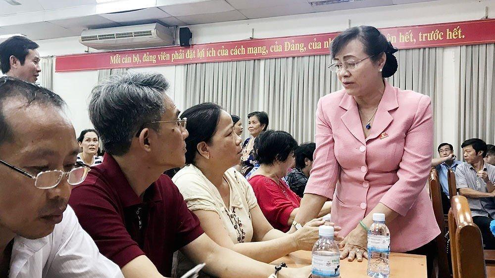 Bi thu TP.HCM Nguyen Thien Nhan tiep xuc voi dan Thu Thiem hinh anh 2