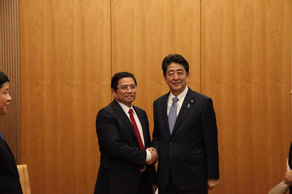Thu tuong Nhat Ban Shinzo Abe hoi kien voi ong Pham Minh Chinh hinh anh 1